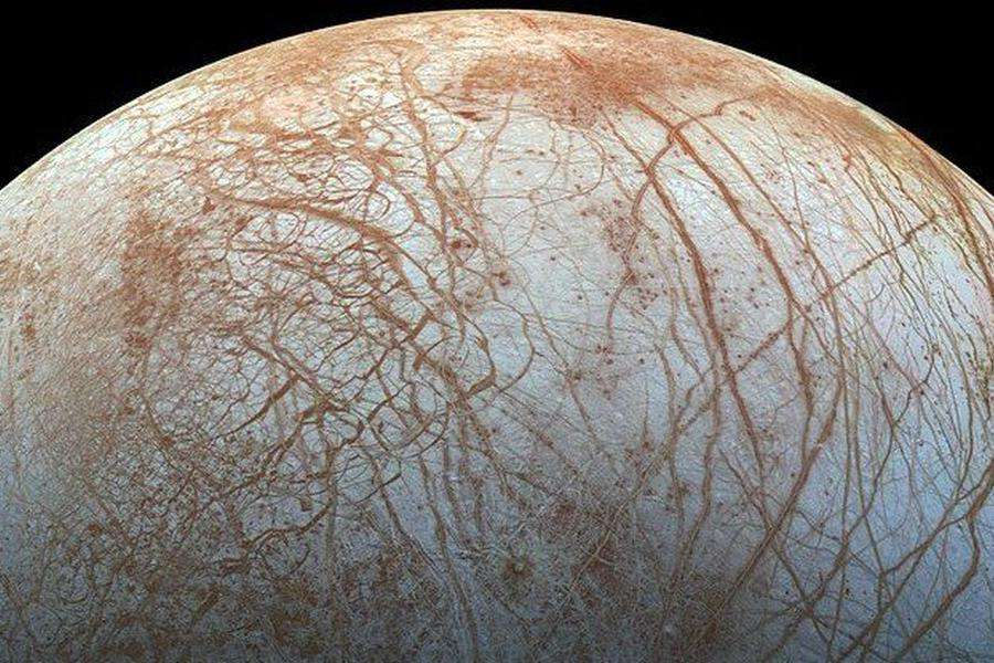 Could eruption on Jupiter's moon Europa hint at life!
